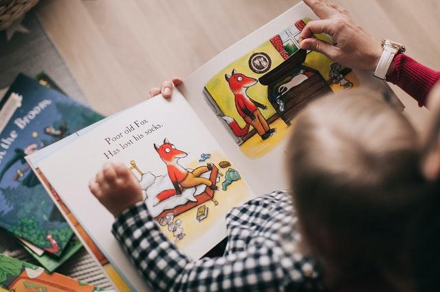 prohlížení knížky